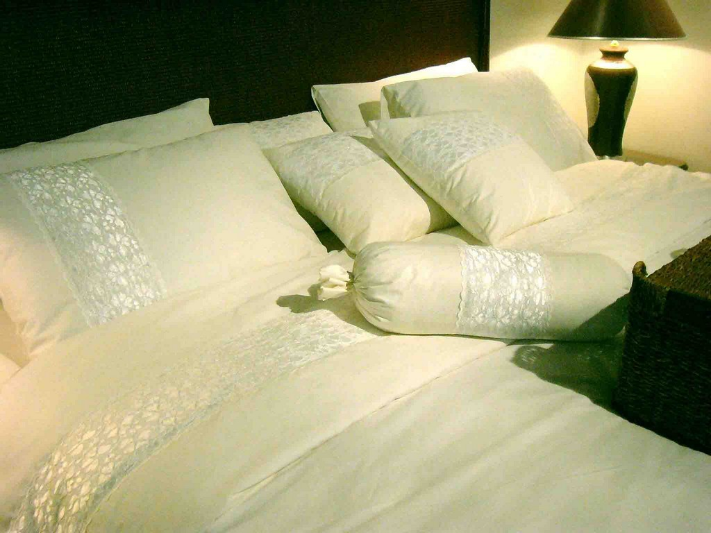 white bedspread, bedspreads and bedding, country bedspreads, coverlets and bedspreads