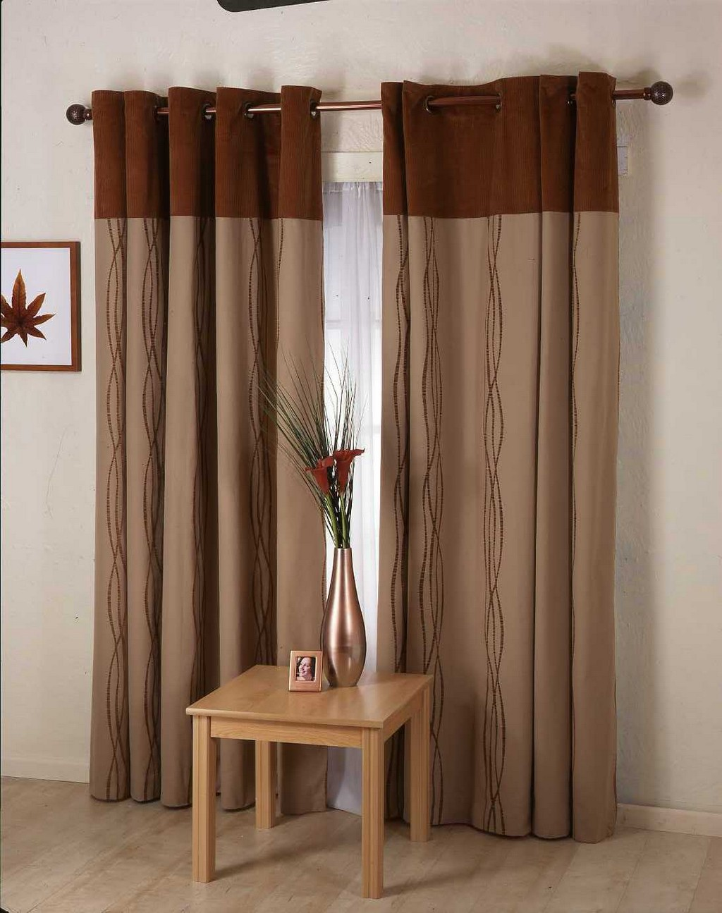 rackets and drapes, bedroom drapes, thermal drapes, roses drapes