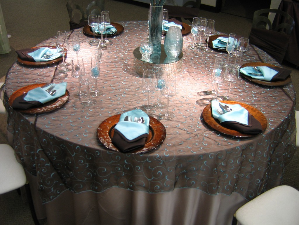 commercial table linens, discount table linens, wedding tablecloths, white linen round table cloths
