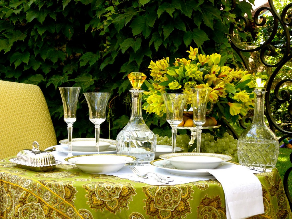 crochet table linens, discounted table linens, wedding tablecloths, large tablecloths