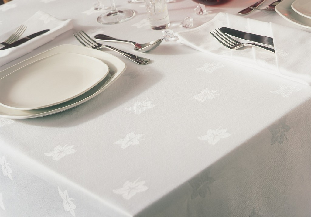oval tablecloths, dallas wholesale tablecloths, dining room linens on table, white tablecloths