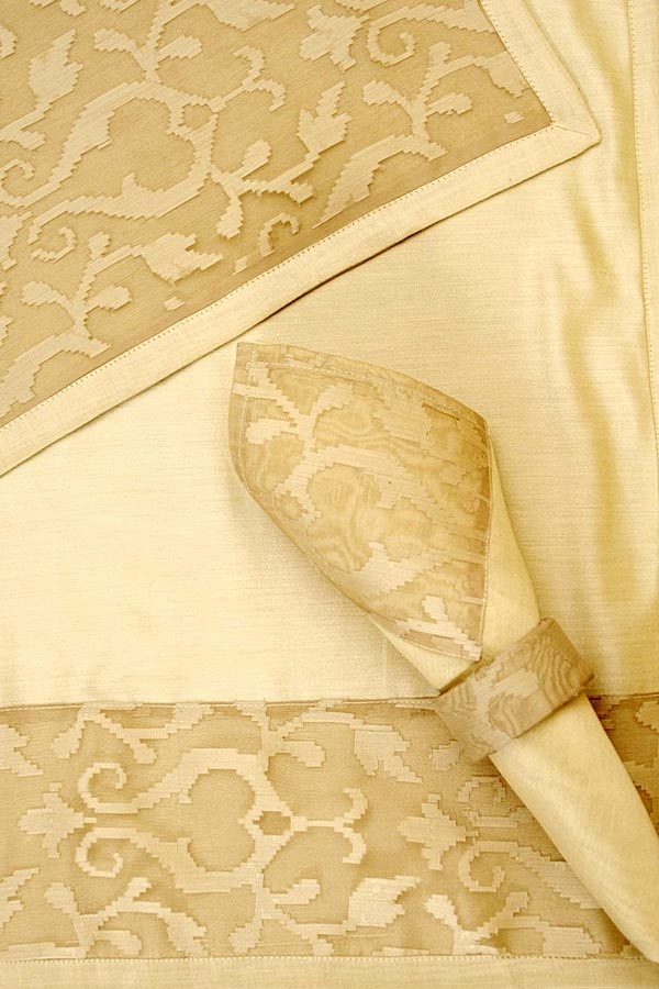 discounted table linens, linens and table skirting, discounted table linens, vintage tablecloths