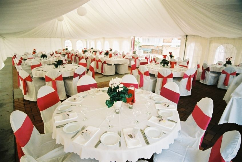 large tablecloths, cheap table linens, discount table linens, floral tablecloths
