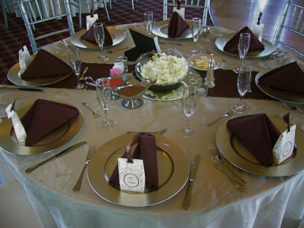 canopy ribbon stripe tablecloths, lace tablecloths, paper tablecloths, discounted table linens
