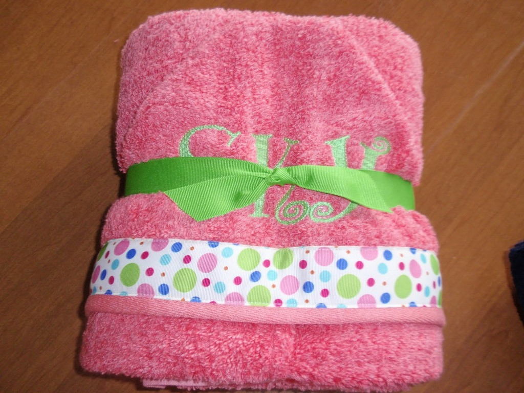 scott paper towels, crocohet kitchen towels, pink towels, white bath towels