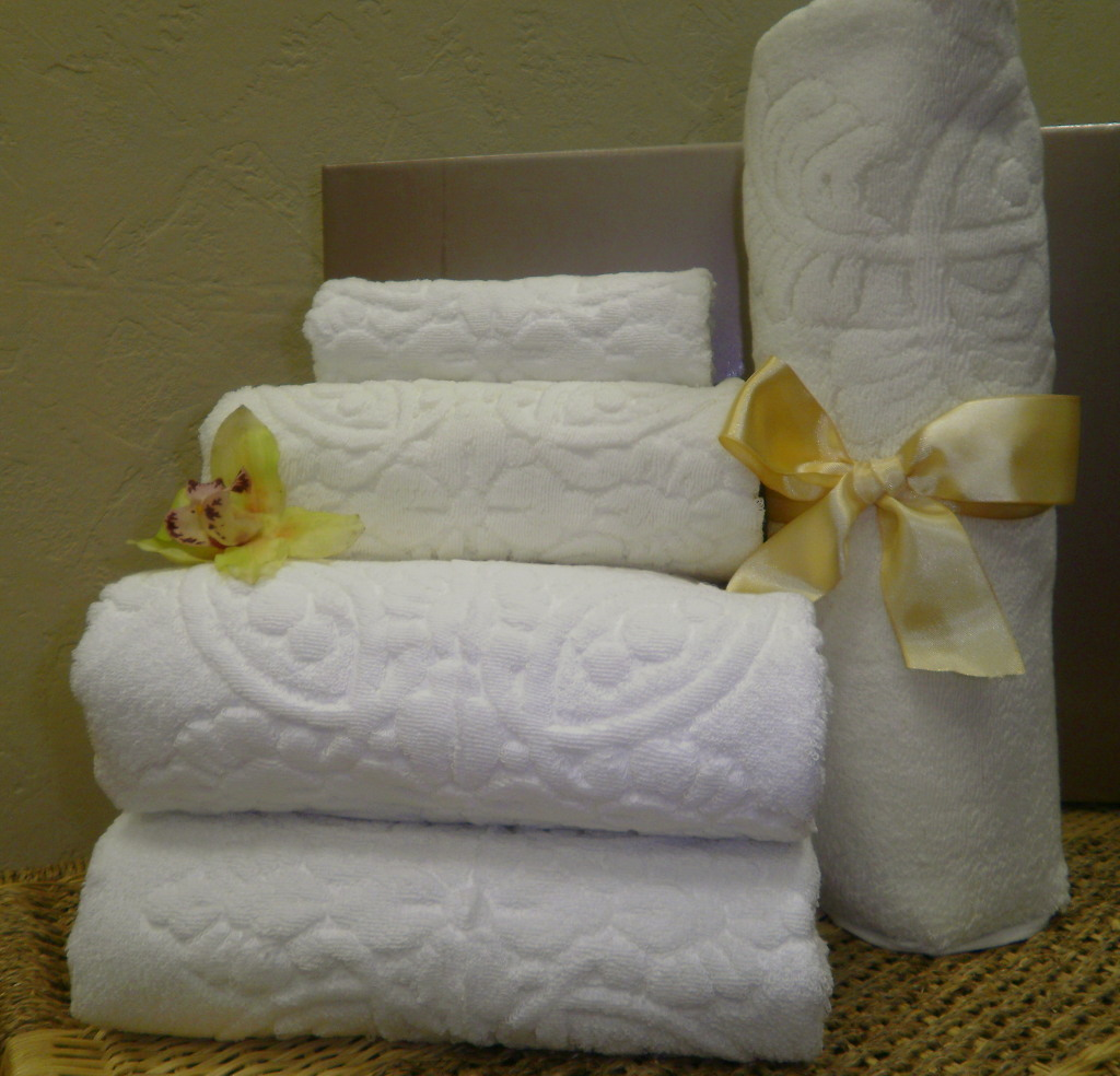 multifold towels, embroidered towels, microfiber towels, personalized towels