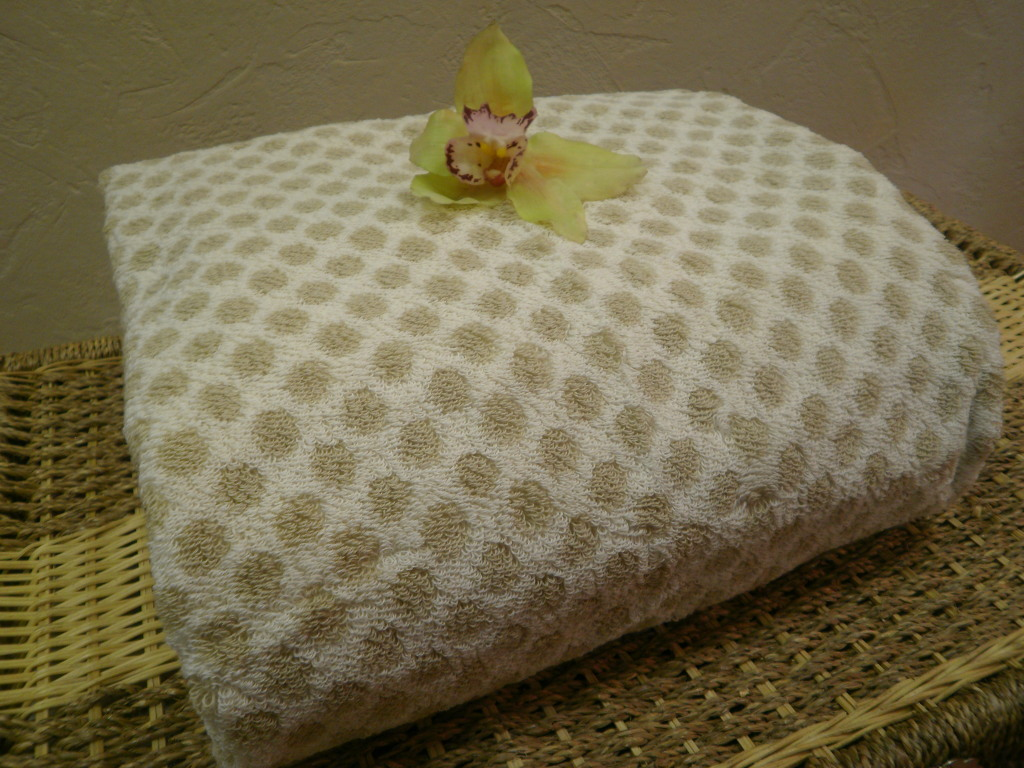 washing red towels, brawny paper towels, bamboo towels, wholesale bath towels